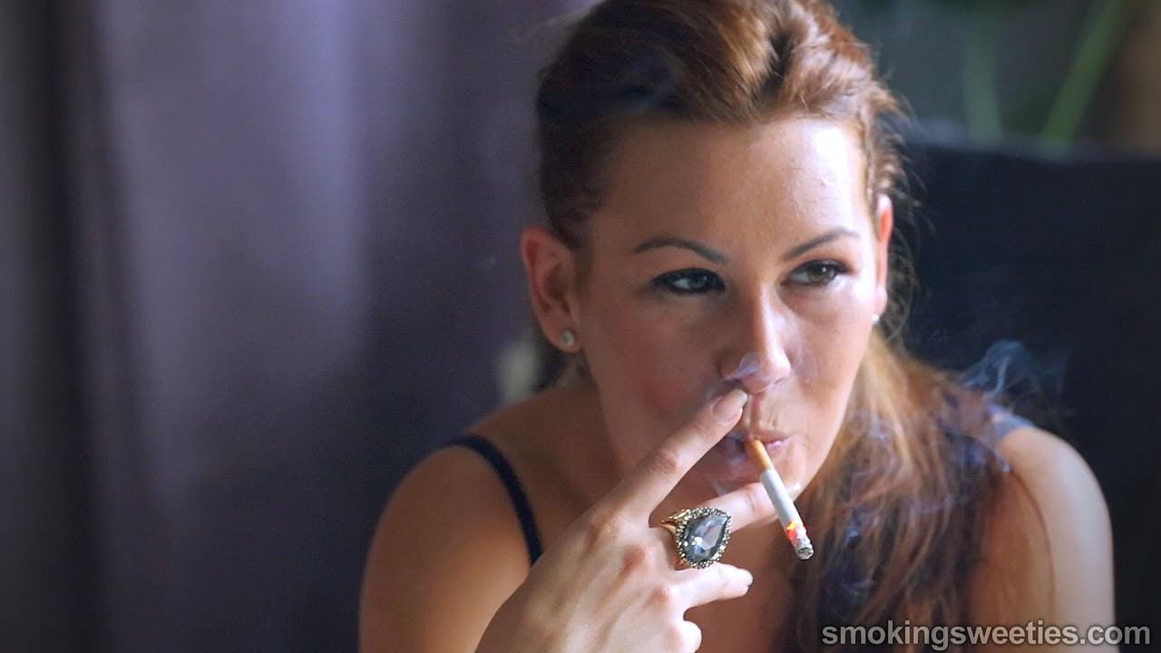 Monnie: Interview d'une jeune fumeuse