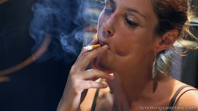 Nuria: Devoted smoking pettitte