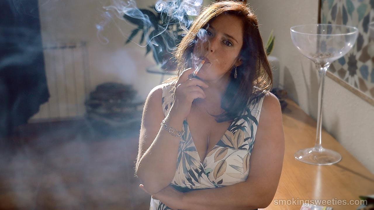 Nuria: Smoking girl becomes a woman