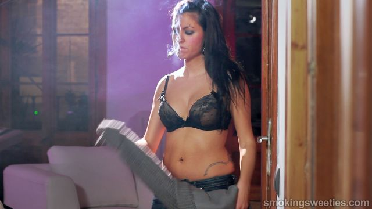 Rebeca: Smoking, Breasts Expand