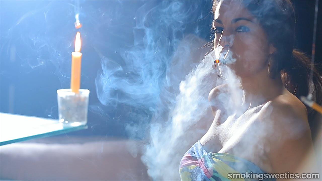 Rosy: Kettenrauchen als Kunst