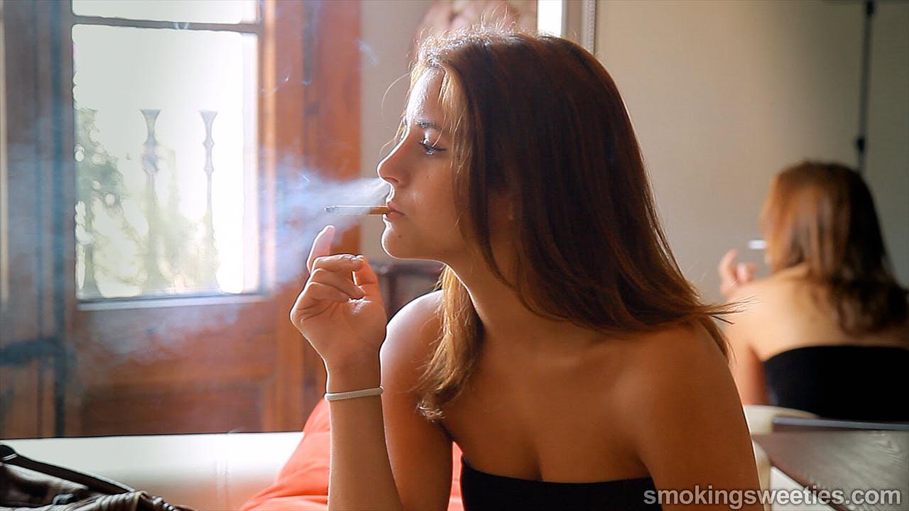 Rym: The Powerful Teenager Smoking Style