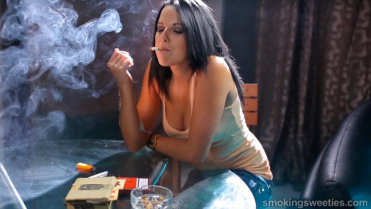 Sara: Spanische Raucherin