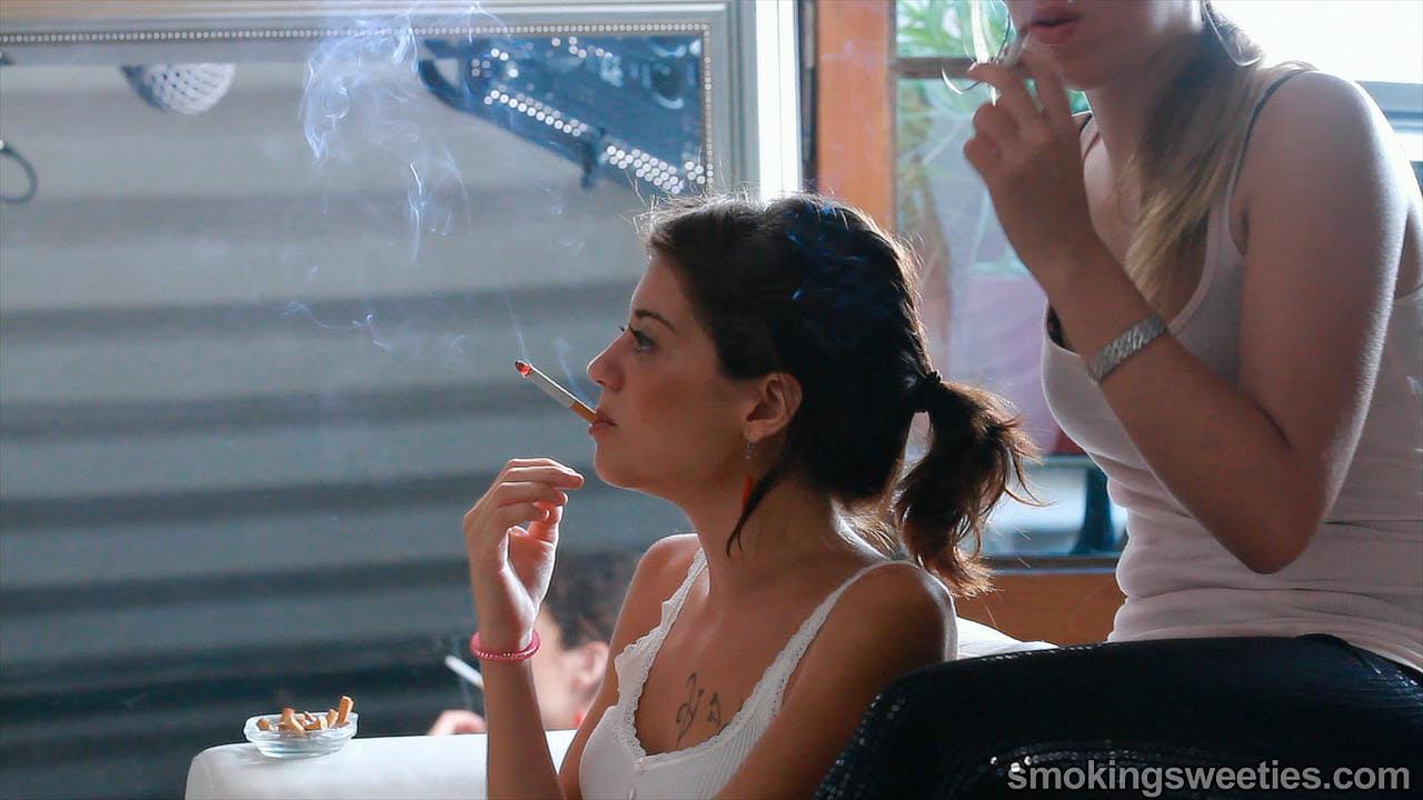Saray: Smoking Friends