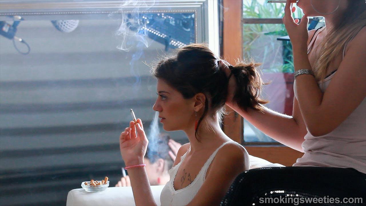 Saray: rauchende Freundinnen