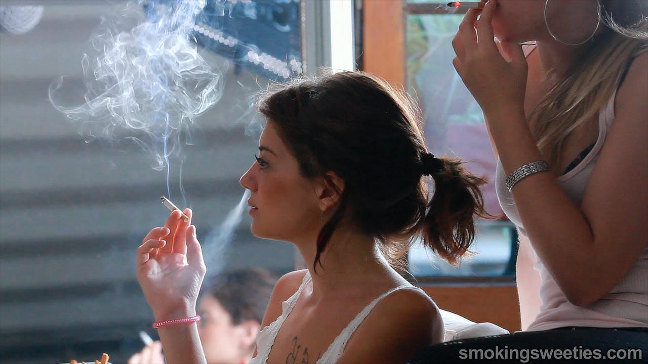 Saray: Amiche fumatrici