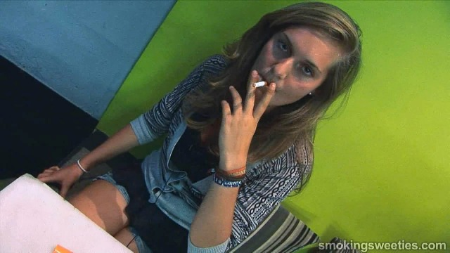 Streetlife 1 - Young Belgian smoking girls