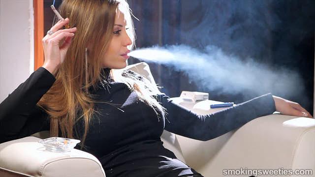 Alexia: Pure fumeuse glamour