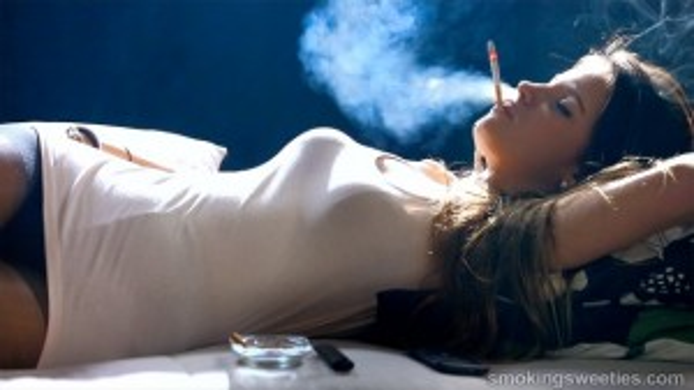 Ariadna: Le smoking style puissant d'une adolescente