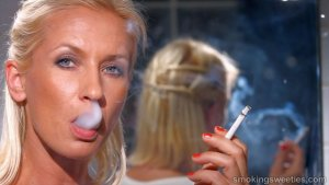 Iveta: Chain Heavy Smoking