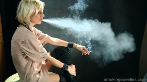 Iveta: Speed Smoking her 100s