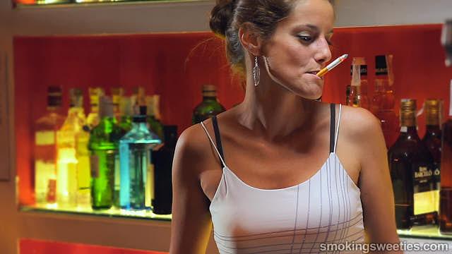 Nuria: Devoted smoking pettitte