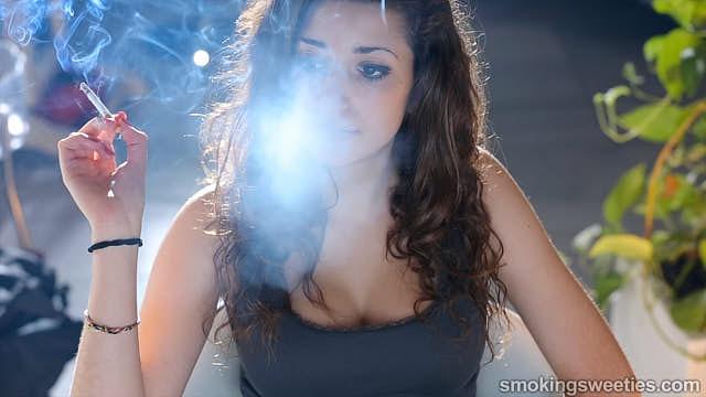 Sausan: Eine junge Raucherin verblüfft