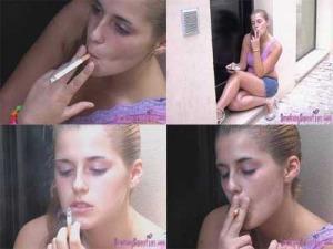 Llorando y fumando