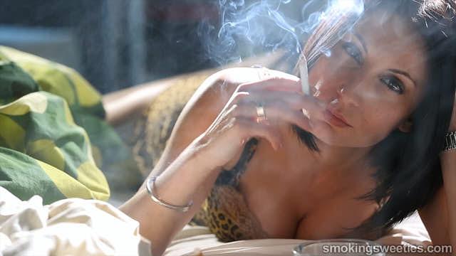 Raquel: Fumatrice devota alla nicotina
