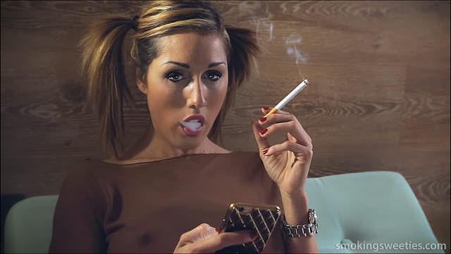Gwen: Sensual Heavy Smoker