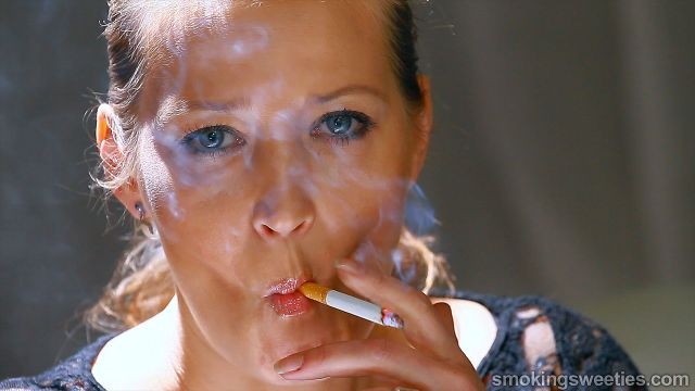 Smoking Girl Gallery: Valeria: Mature Smoker Interview. Model: Date ...