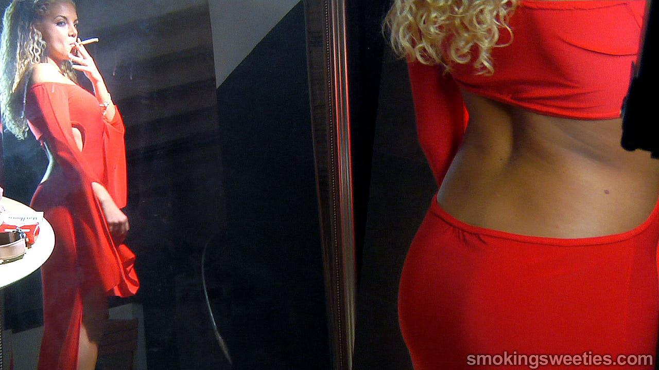 Vanessa: Smoking her Red 100s