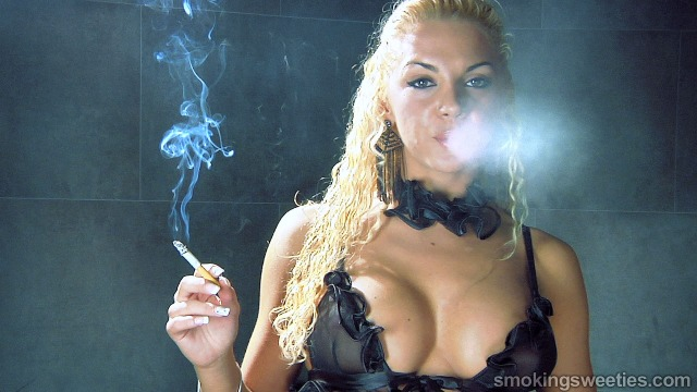 Vanessa: Smoking her Red 100s