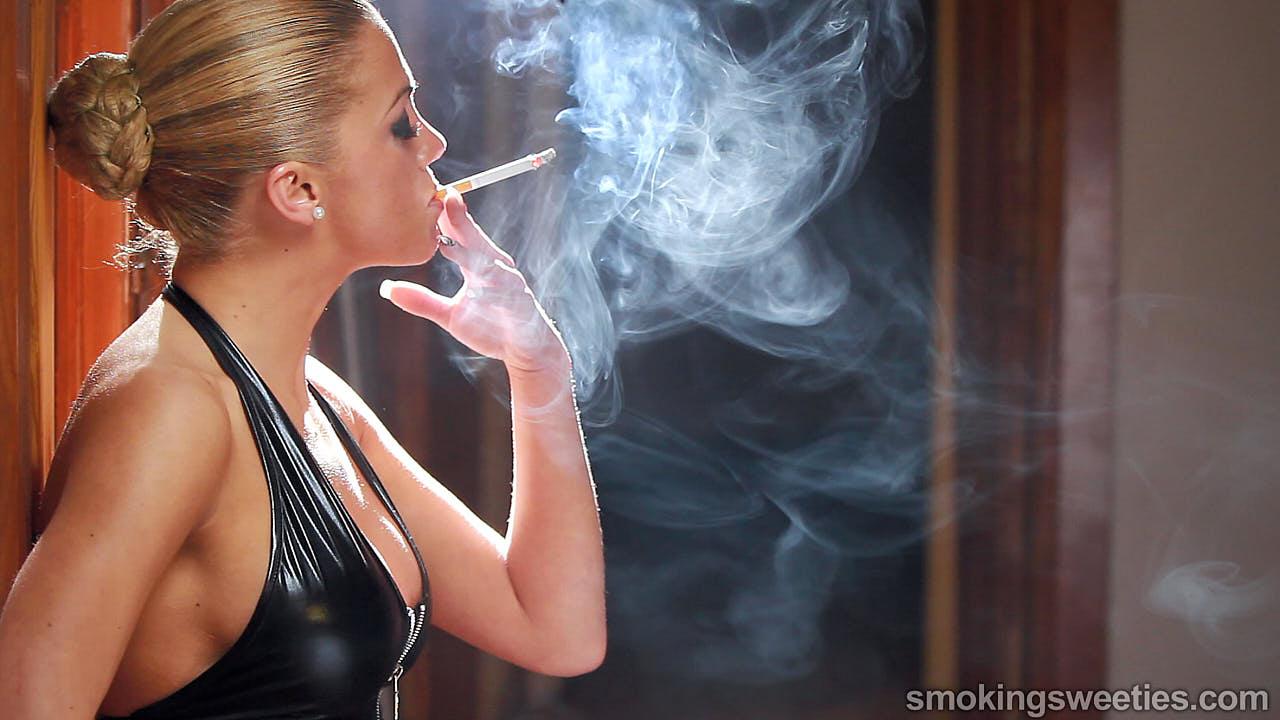 Vanessa: Una Máquina de Fumar 3