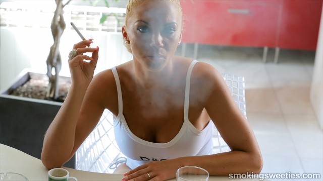 Vanessa: Role model for every smoking girl
